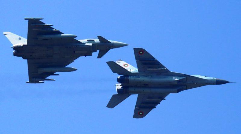 Σύγκρουση δύο μαχητικών Eurofighter στον αέρα στη Γερμανία.