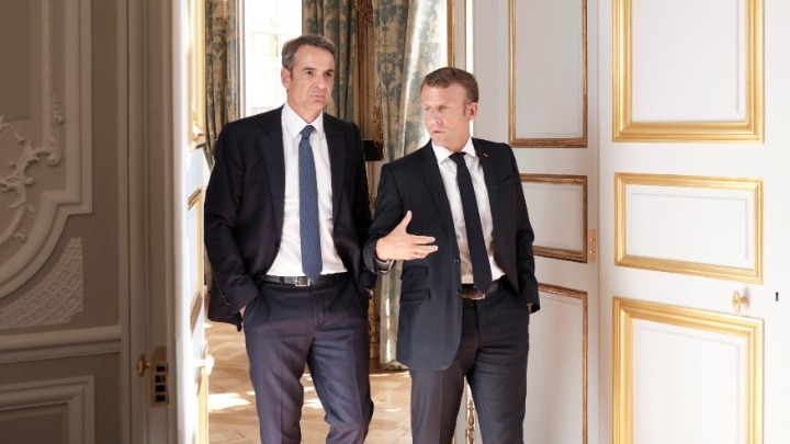 Ικανοποίηση στην ελληνική πλευρά για τις συνομιλίες του Παρισιού.