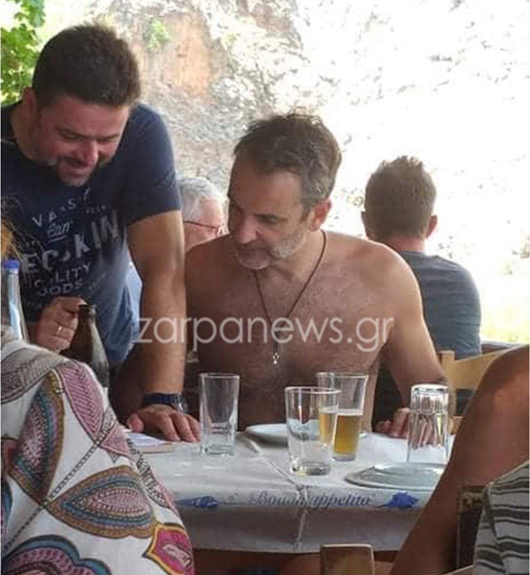 Με αέρα απλού σταρ του Χόλυγουντ ο Κυριάκος στην Κρήτη. Κάθησε ακόμη και σε ταβέρνα σαν κοινός θνητός.