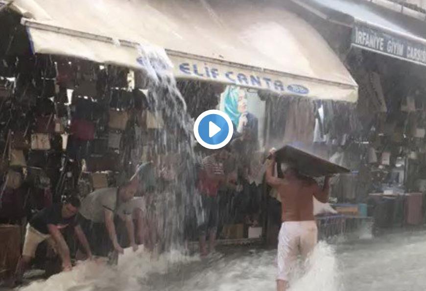 Απίστευτο βίντεο από την καταιγίδα στην Κωνσταντινούπολη.