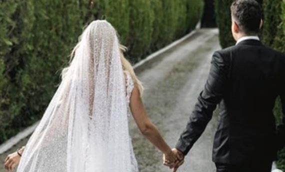 Πασίγνωστη ελληνίδα βουλευτίνα παντρεύτηκε με απόλυτη μυστικότητα.
