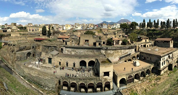 """Ερκολάνο (Ηράκλειο Καμπανίας) -Μεγαλείο """"στη σκιά"""" της Πομπηίας"""