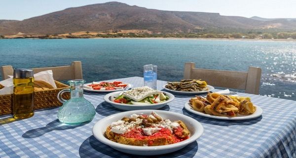 The National Herald: Top 10 – Ελληνικά φαγητά να δοκιμάσετε στην Ελλάδα