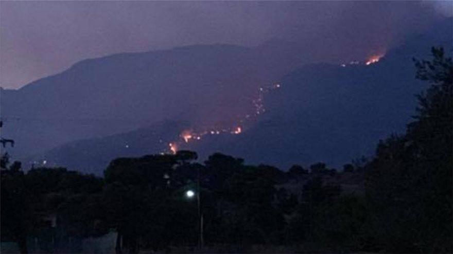 Ολονύχτια μάχη με τις φλόγες στο Λουτράκι: Εκκενώθηκαν μοναστήρια – Συνεχείς αναζωπυρώσεις
