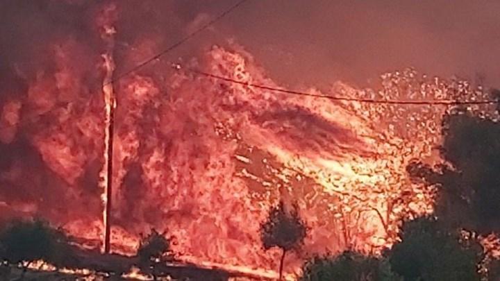 Μεγάλη φωτιά στη Ζάκυνθο. Εκκενώνονται τα χωριά Αγαλάς και Κερί.