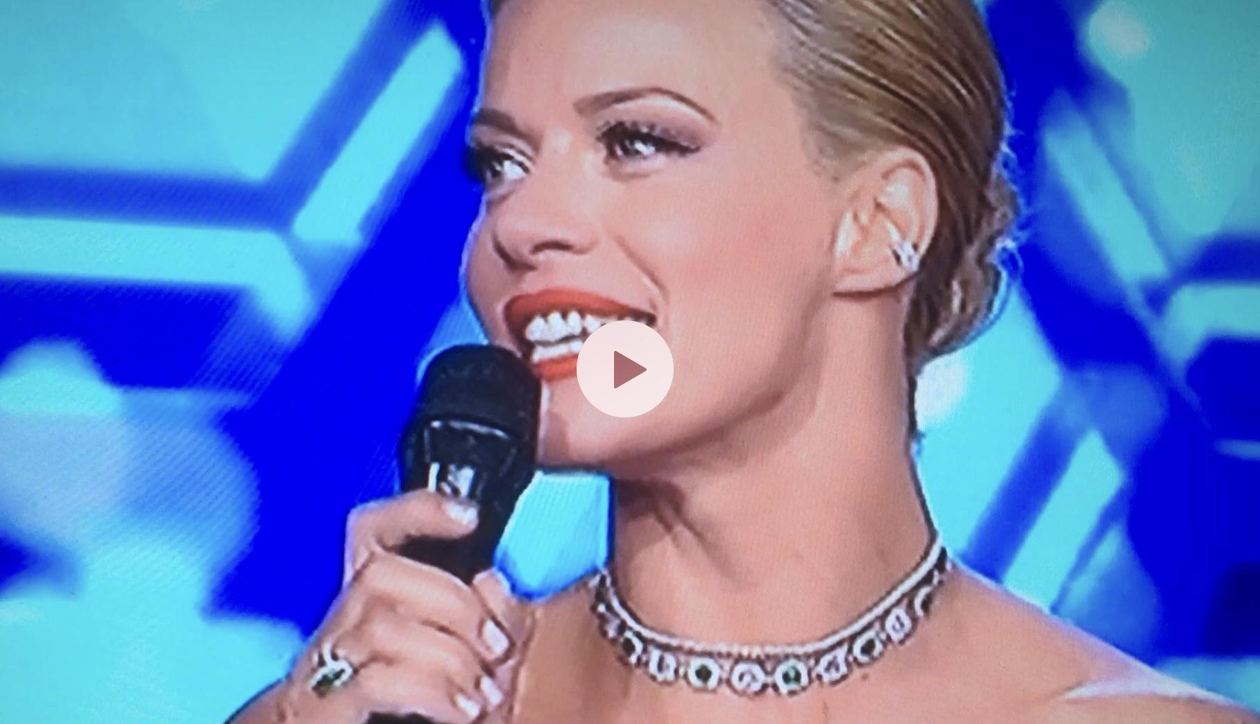 Έλαμπε ολόκληρη. Εκθαμβωτικη η Ζετα Μακρυπούλια στην πρεμιέρα του The Final 4. (Βίντεο) #thefinal4Gr