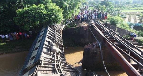 Μετωπική σύγκρουση τρένων με τουλάχιστον 16 νεκρούς