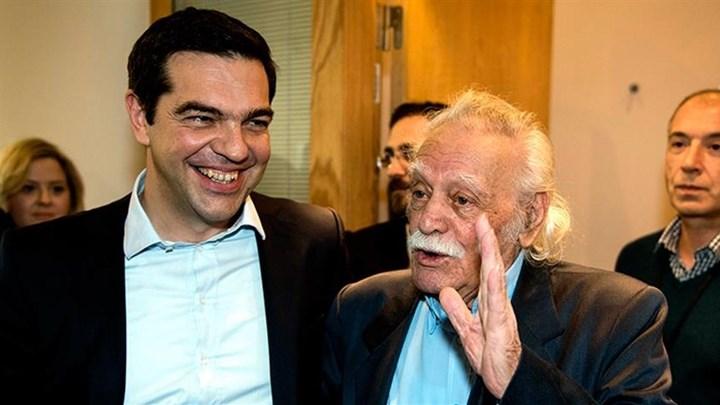 Ο Αλέξης Τσίπρας επισκέφτηκε τον Μανώλη Γλέζο στο νοσοκομείο.