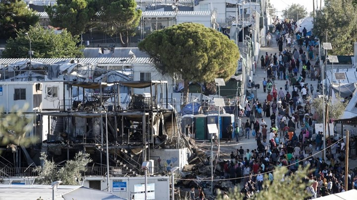 Κατέρρευσε η Μόρια από τον συνωστισμό των ανθρωπίνων ψυχών. Ξεπέρασαν τους 16.000 οι πρόσφυγες και μετανάστες.