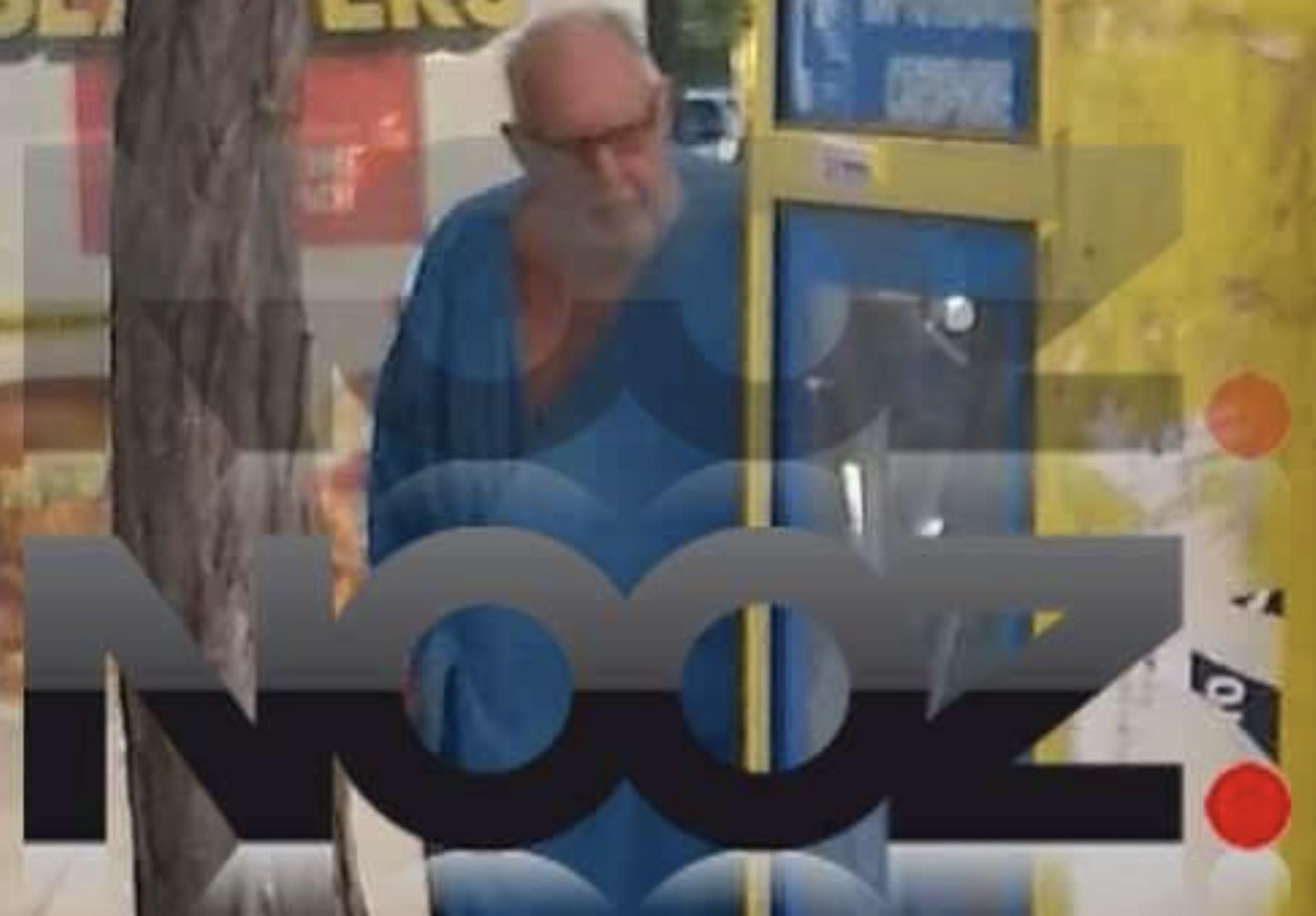 Όλη η αλήθεια για την εμφάνιση του Παγκαλου με το μπλε μπουρνούζι. Γιατί βγήκε έτσι στο Κολωνακι;