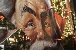 Ο λαμπερός στολισμός της πλατείας Συντάγματος για τα Χριστούγεννα.