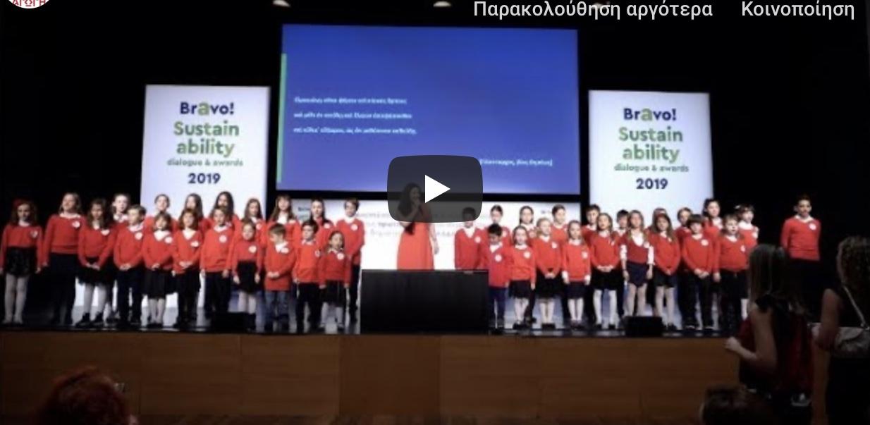 Ο γιος έλληνα υπουργού τραγουδά τα κάλαντα στα αρχαία Ελληνικά.