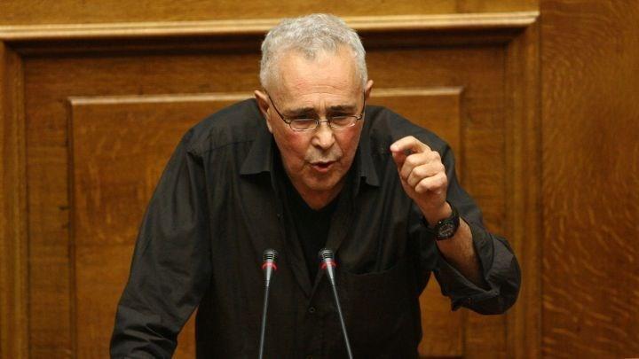 Ζουράρις: Οι παοκτσήδες βουλευτές της ΝΔ να διαγράψουν Αυγενάκη – Μητσοτάκη.