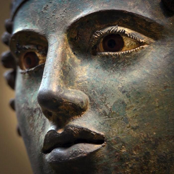 Τα απίστευτα μάτια του Ηνίοχου που μαγνητίζουν.