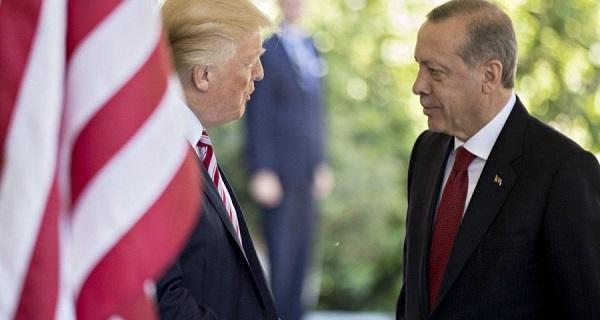 """""""Λύστε τις διαφορές σας με την Ελλάδα στην ανατολική Μεσόγειο"""", είπε ο Τραμπ στον Ερντογάν"""
