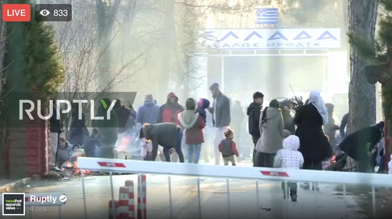 ΕΚΤΑΚΤΟ Πάνω από 400 άτομα εγκλωβισμένα στον Έβρο προσπαθούν να μπουν στην Ελλάδα. Συνεχίζουν τα χημικά τα ΜΑΤ. Δείτε Live εικόνα από τα σύνορα.