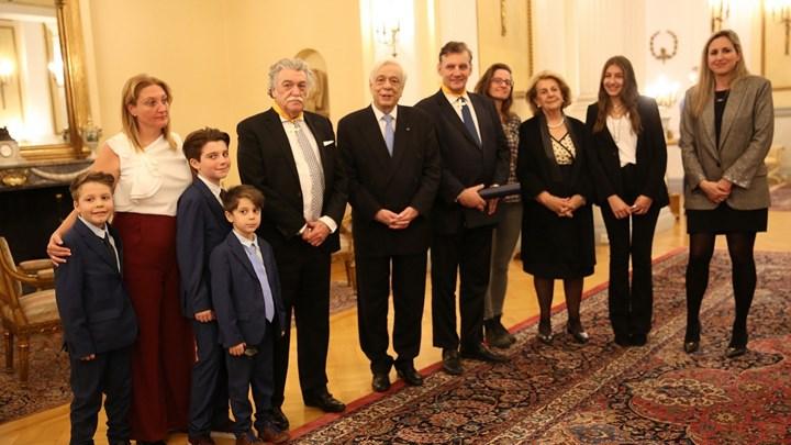 Ο Πρόεδρος της Δημοκρατίας παρασημοφόρησε τον πρύτανη του ΕΚΠΑ και τον πρόεδρο του ΚΙΣΕ.