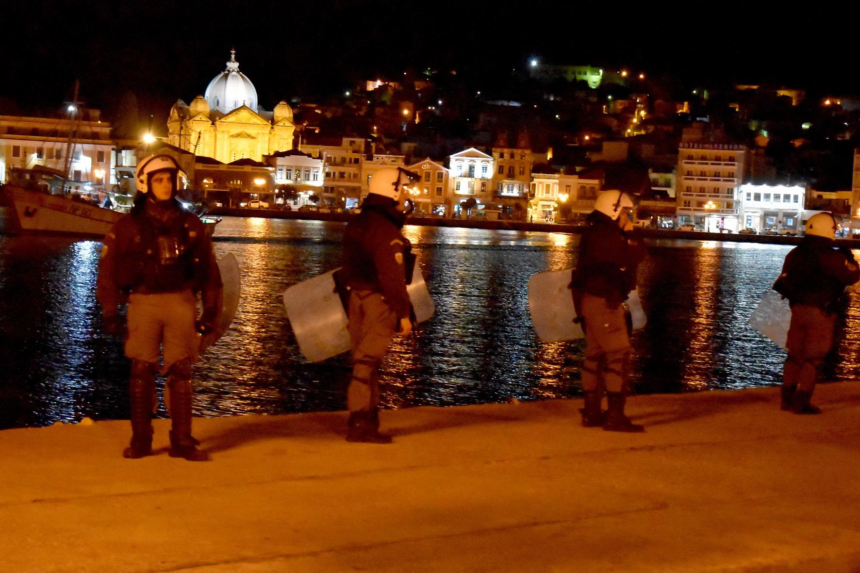 Η Ελλάδα απειλείται από την Τουρκία αλλά τα ΜΑΤ δέρνουν τους κατοίκους των ακριτικών νησιών μας…