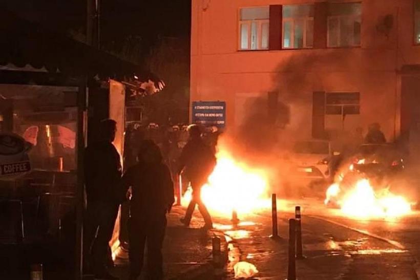 """""""Βαράτε στο ψαχνό"""" ακουγόταν στους ασυρμάτους των ΜΑΤ στην Λέσβο! Κανένας οίκτος από την κυβέρνηση Μητσοτάκη #ΝΔ_θελατε"""