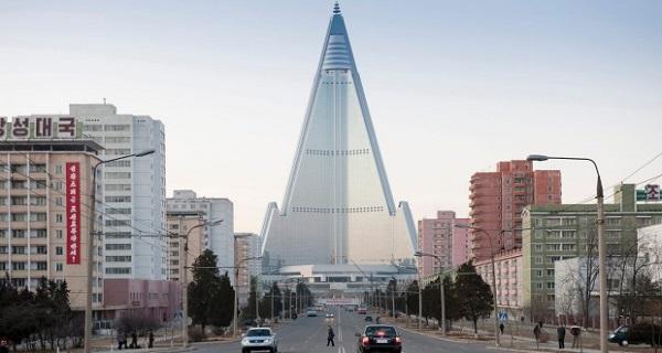 Το απομονωμένο ξενοδοχείο στην Pyongyang και άλλα κτήρια και μέρη που εγκαταλείφθηκαν (βίντεο)