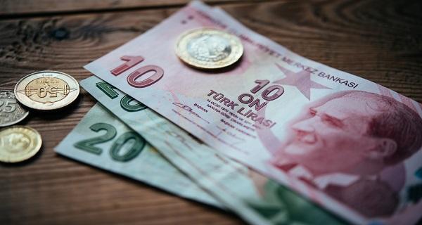 Τουρκία: Απεγνωσμένες κινήσεις να σωθεί η λίρα και οι τράπεζες