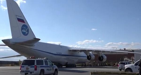 Πως τα φέρνει ο καιρός… Ρωσικό αεροσκάφος με ανθρωπιστική βοήθεια προσγειώθηκε στο JFK