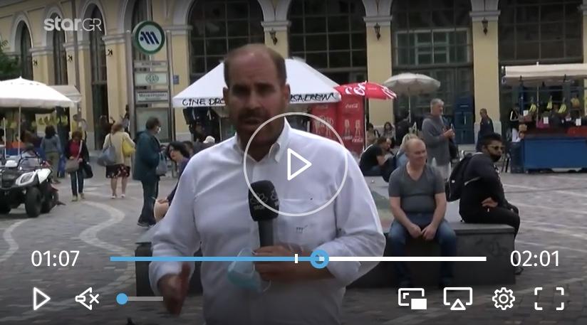 Αγανακτισμένοι μαγαζάτορες στο Μοναστηράκι τσακιζουν στο ξύλο τσαντάκια που έκλεψε τουρίστρια.