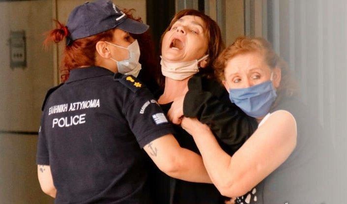 Ο σπαραγμός της μάνας που περιμένει δικαίωση. #Τοπαλουδη