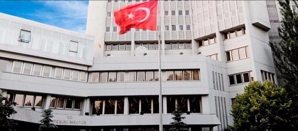 """Αισχρό τουρκικό ΥΠΕΞ: """"Το ελληνικό κράτος πρέπει πρώτα να απαλλαγεί από τη 'βαρβαρότητα' του"""""""