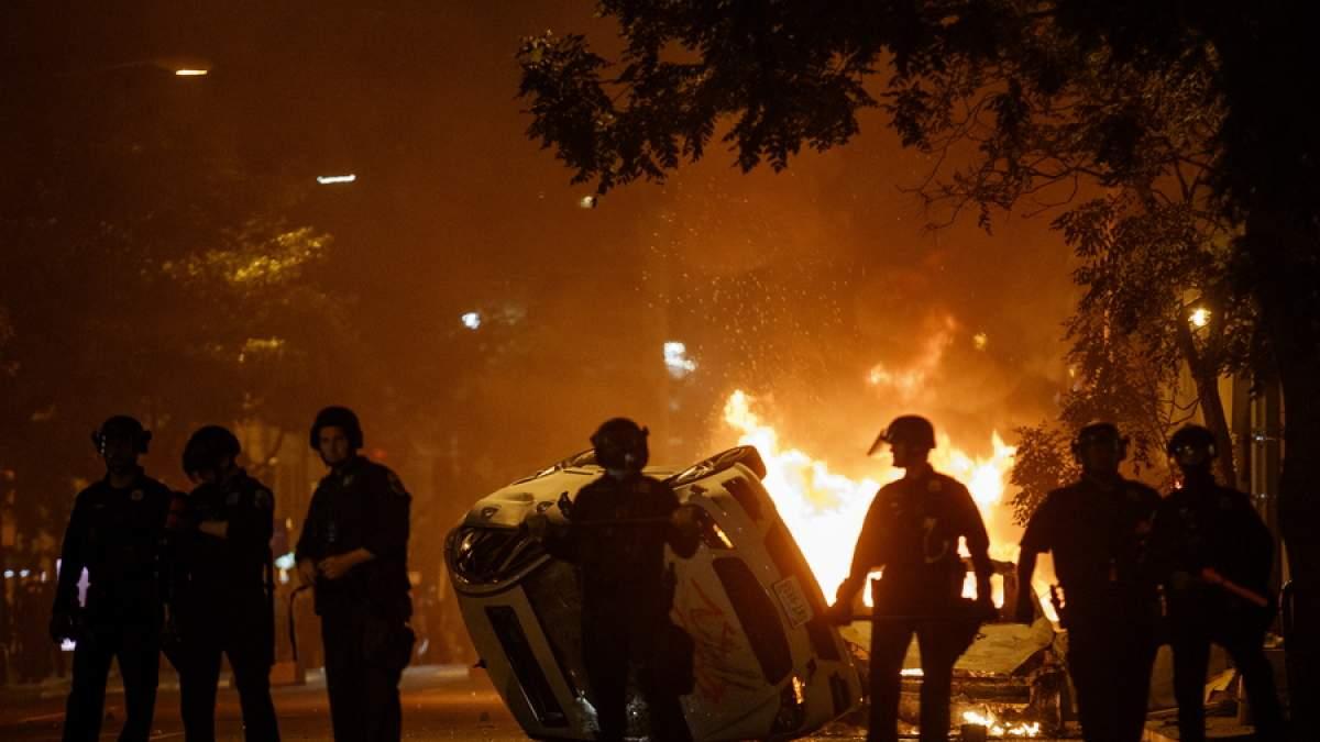 Χάος στην Αμερική. Αστυνομικοί πυροβολούν εναντίον των διαδηλωτών στο Κεντάκι.