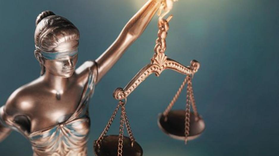 Δικαστίνες το έχουν ρίξει στο ποτό… Που να τους τύχει και κανένα Noor1!