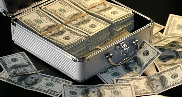 Τα λεφτά στα λεφτά: Ζάμπλουτοι ζήτησαν δάνειο από πρόγραμμα μικρών επιχειρήσεων!