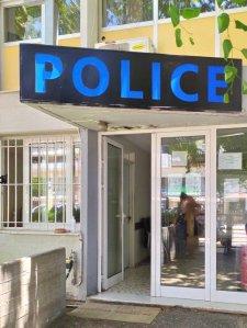 Πολυπολιτισμικό άρωμα στα αστυνομικά τμήματα κύριε Χρυσοχοΐδη; Που πήγε ο Σταυρός και ο Θυρεός;