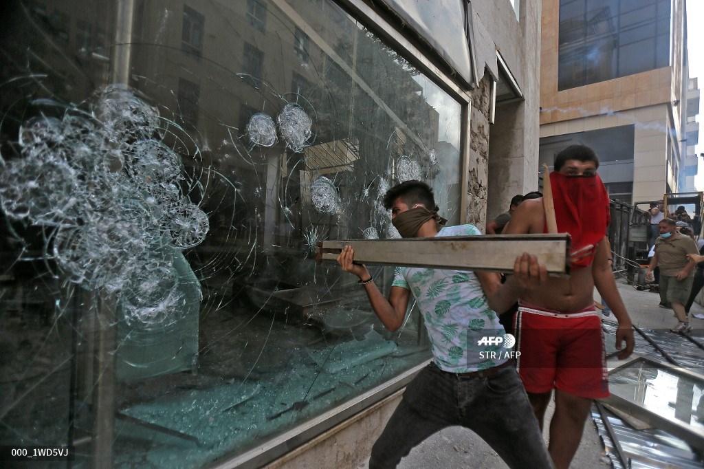 Χάος στον Λίβανο. Εικόνες και Βίντεο από την εξέγερση.