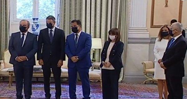 Απρόσκλητος και σε ρόλο κομπάρσου στο προεδρικό ο Άδωνις