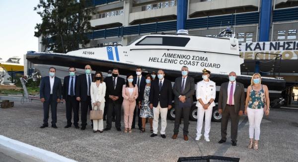 Παραδόθηκε το πρώτο πλωτό ασθενοφόρο στο Λιμενικό (βίντεο)