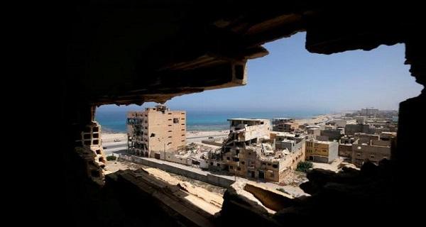 Για πρώτη φορά ίσες αποστάσεις των ΗΠΑ μεταξύ Σάρατζ και Χαφτάρ