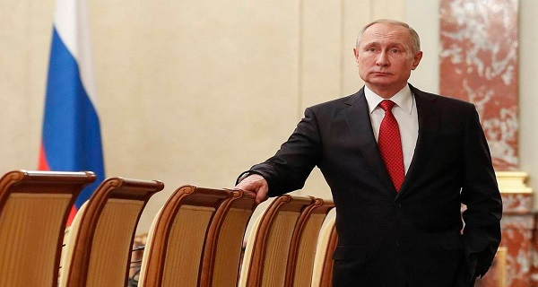 Η Ρωσία όχι μόνο ενέκρινε πρώτη το εμβόλιο κορονοϊού, αλλά εμβολιάστηκε και η κόρη του Πούτιν!